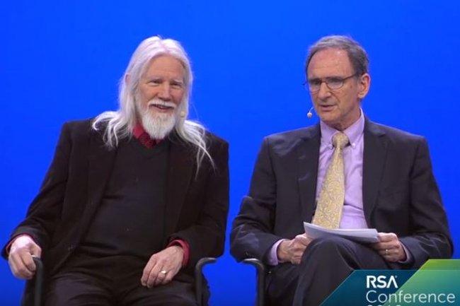 Whitfield Diffie (à gauche) et Martin Hellman, lauréats du Prix Turing A.M. 2015, intervenant sur la RSAConference cette semaine à San Francisco. (crédit : RSA/IDGNS)