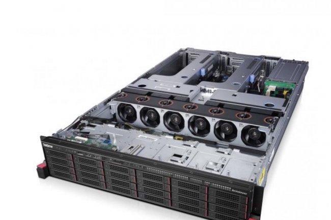 Lenovo propose deux lignes de serveurs : les ThinkServer en entrée de gamme et les SystemX plus évolués.