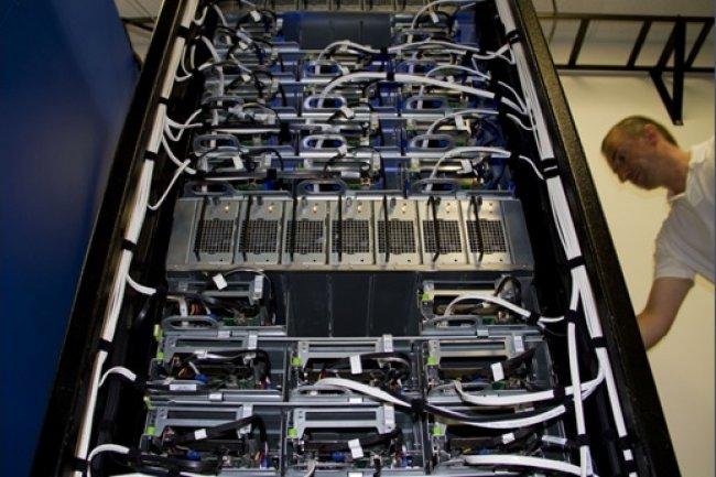 Un Open Rack de Facebook, mis au point dans le cadre de son Open Compute Project initié en 2011. (Crédit : Facebook)