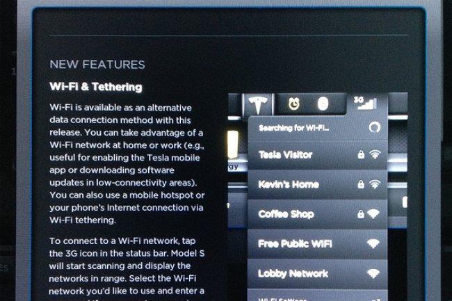 Avec une connexion WiFi, il est possible de mettre à jour le firmware de sa Tesla. (crédit : D.R.)