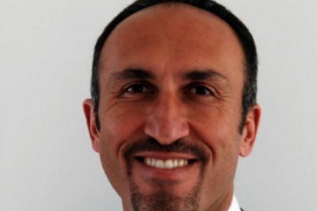 Alp Arslan a entamé sa carrière chez SFR en tant que responsable régional de la qualité du réseau GSM. Crédit photo : D.R.
