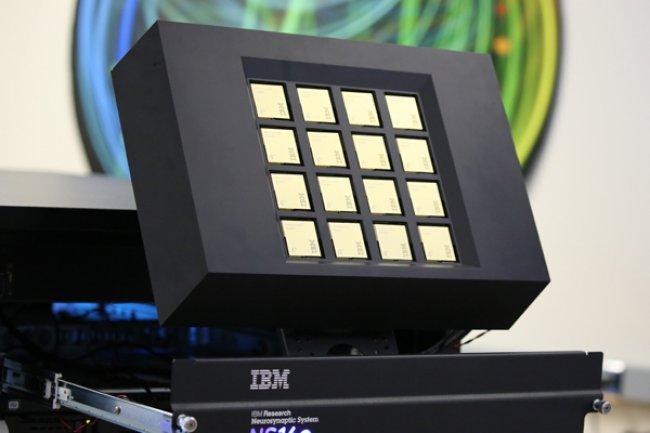 Le NS16e est basé sur une architecture processeur pointue baptisée TrueNorth. (Crédit IBM).
