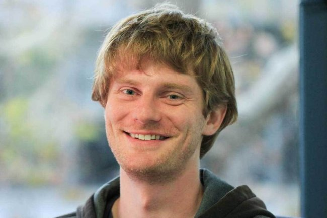 Après son doctorat à Stanford et la création de sa start-up MetaMind, Richard Socher rejoint Salesforce pour travailler sur l'automatisation des tâches marketing.