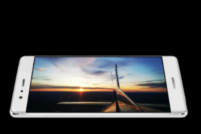 Le dernier smartphone haut de gamme P9 de Huawei bénéficie de caractéristiques qui décoiffent. (crédit : D.R.)