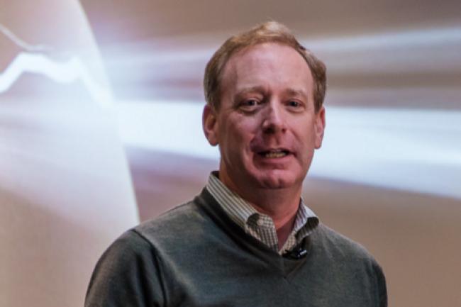 Brad Smith, directeur des affaires juridiques de Microsoft, est monté au créneau contre le ministère américain de la justice. (crédit : D.R.)