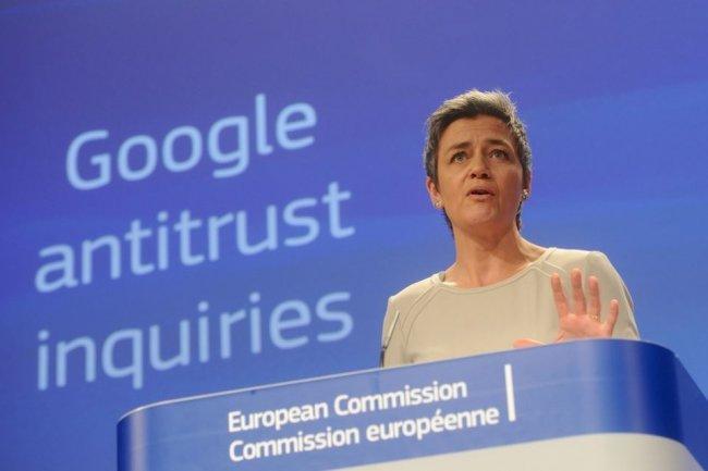La commissaire européenne Margrethe Vestager annonçant des accusations antitrust contre Google à Bruxelles en avril 2015. (crédit : D.R.)