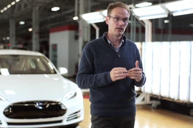 Ancien d'Aston Martin et Tesla, des constructeurs de niche, Chris Porritt arrive chez Apple pour certainement prendre la direction du projet Titan.