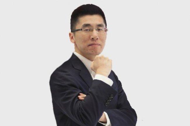 Derek Yang a développé la présence d'Hikvision en Asie avant de prendre la direction générale de l'entreprise en Europe.