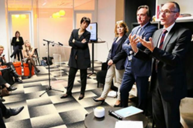 De droite à gauche : Thierry Bonhomme OBS, François Venturini dg d'Harmonie Mutuelle, Mari-Noële Jégo-Laveissière, directrice exécutive d'Orange. (crédit : D.R.)