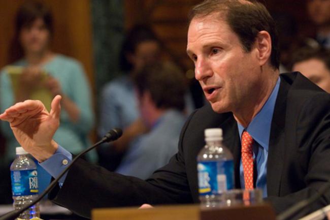 Le sénateur démocrate Ron Wyden estime qu'une intrusion massive sur des centaines de millions d'ordinateurs ciblerait en très grande majorité des personnes n'ayant rien à se reprocher. (crédit : D.R.)