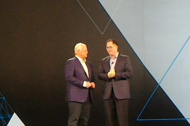 Joe Tucci (à gauche) CEO et chairman d'EMC a invité sur scène au EMC World 2016 de Las Vegas lundi matin Michael Dell, qui a annoncé la création de Dell Technologies et de la société Dell-EMC. (crédit : LMI)