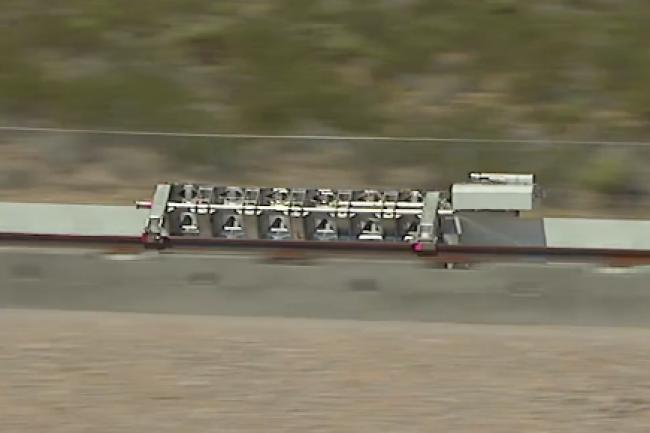 Hyperloop a choisi le désert du Nevada, près de Las Vegas, pour tester son prototype de capsule de transport à très grande vitesse. (crédit : D.R.)