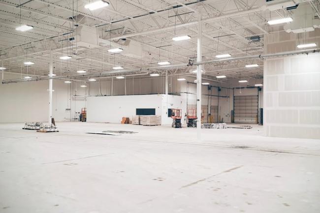 Le bâtiment qui doit accueillir le centre R&D de Google est actuellement en pleine construction mais doit être opérationnel d'ici fin 2016. (crédit : Google)