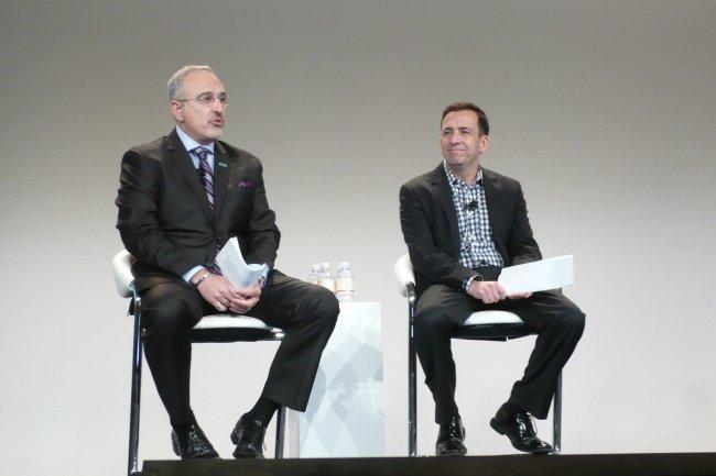 Antonio Neri (à droite), general manager de la division Enterprise de HPE, et Ben Golub, CEO de Docker, annoncent pour le 4ème trimestre des serveurs pré-testés avec la technologie de conteneurs Docker. (photo : LMI)