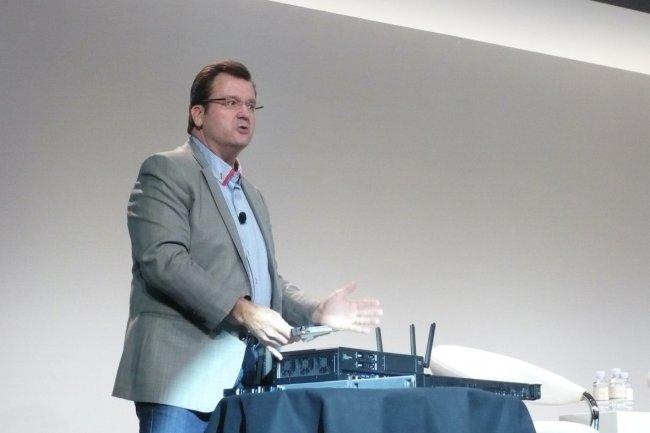 Tom Bradicich, vice président et directeur général de l'activité Serveurs et IoT Systems chez HPE, a présenté avec un vif enthousiasme les systèmes convergés EL1000 et EL4000 pour l'IoT sur Discover 2016. (crédit : LMI)