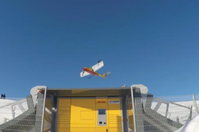 Le drone de DHL, Parcelcopter, est capable d'�voluer dans des zones hostiles comme la montagne. (cr�dit : D.R.)
