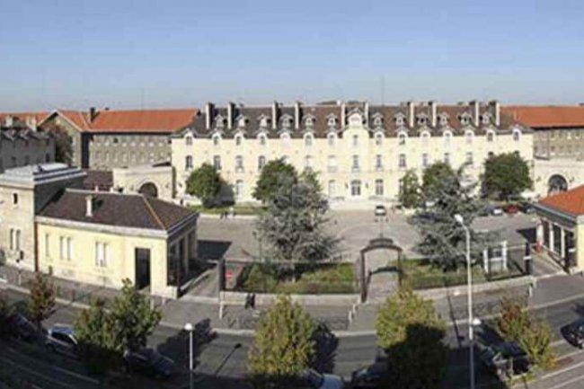 Le Centre d'Accueil et de Soins Hospitaliers (CASH) de Nanterre est une structure complexe aux multiples métiers.