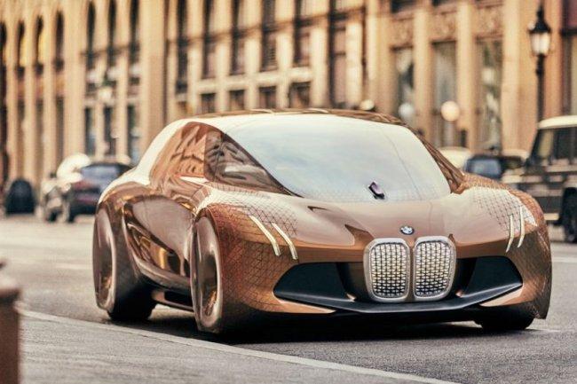 BMW, Intel, et Mobileye vont travailler de concert sur des véhicules autonomes qui nécessitent une intervention humaine minimale. Les entreprises vont bientôt tester un tel véhicule, mais les dates exactes n'ont pas été fournies.