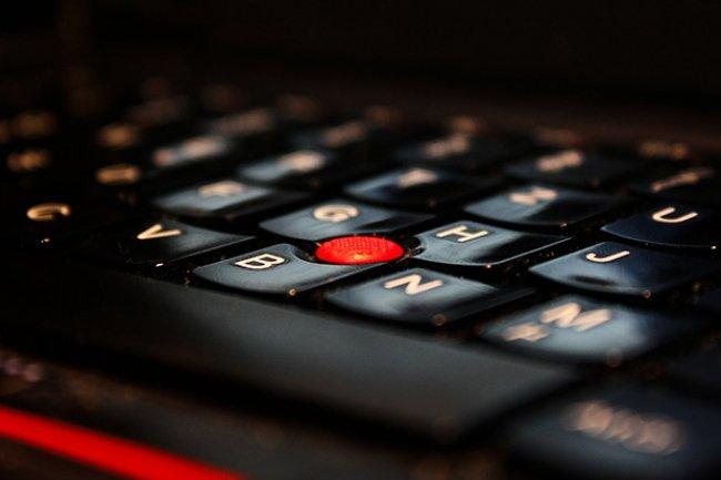 Plusieurs fournisseurs et sous-traitants de PC sont aujourd'hui touchés par une faille - corrigée depuis 2 ans - dans le code de référence des chipsets série 8 d'Intel. (Crédit D.R.)
