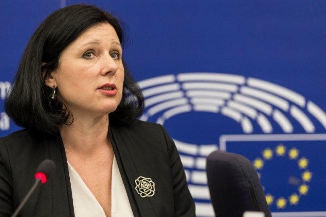 Vera Jourova, commissaire européenne à la Justice et aux consommateurs, estime que l'adoption du Privacy Shield repose sur des normes élevées en matière de protection des données à caractère personnel pour les Européens. (crédit : D.R.)