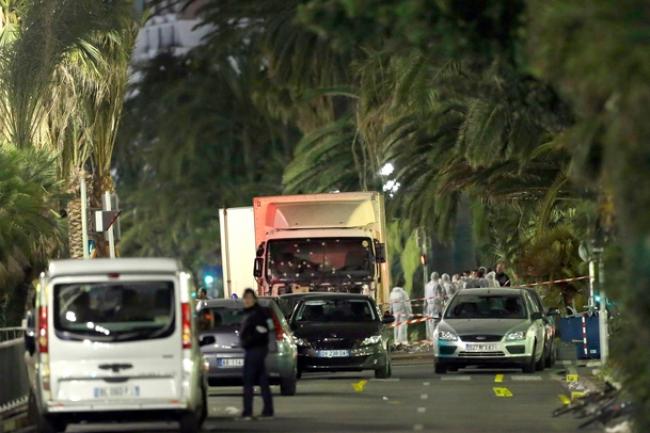 Un homme au volant d'un camion a foncé dans la foule rassemblée le 14 juillet au soir sur la promenade des Anglais à Nice. (crédit : D.R.)