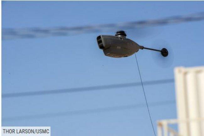 Le Black Hornet, un petit drone, en vol lors d'un test par le corps des Marines américain, le 29 juillet à Twentynine Palms, en Californie. (crédit : Thor Larson/USMC)
