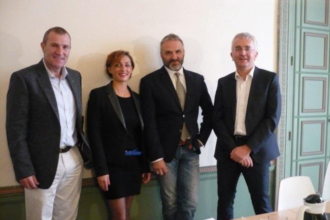 De gauche à droite, Mark Cresswell, CEO de LzLabs, Magdalena Niementowski, responsable marketing de Cobol-IT, Philippe Fraysse, responsable des ventes mondiales de Cobol-IT, Didier Durand, fondateur d'Eranea. (crédit : MG)