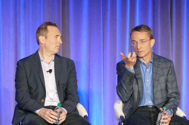 Andy Jassy (CEO d'AWS) et Pat Gelsinger (CEO de VMware) à San Francisco pour la présentation de leur partenariat cloud. (Crédit IDG NS)