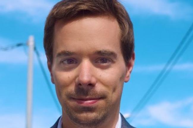 Rémi Sharrock, maître de conférences à Télécom ParisTech, pilote le contenu pédagogique de nombreux Mooc dont celui sur le langage C. (crédit : D.R.)