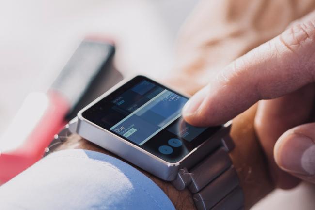 BlackBerry Secure fournira aux entreprises une suite logicielle destin�e � connecter et s�curiser tous leurs terminaux mobiles incluant les montres connect�es. Cr�dit : D.R.