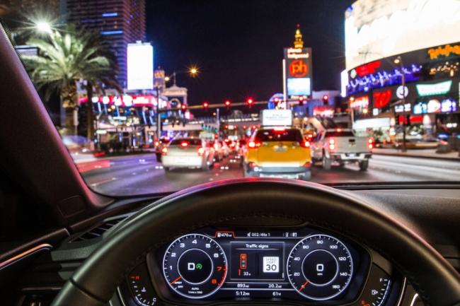 Des Voitures Audi Communiquent En Wi Fi Avec Les Feux Rouges Le Monde Informatique