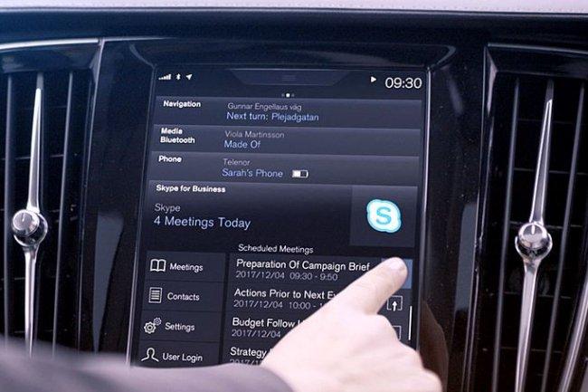 En déployant Skype For Business dans ses véhicules de la série 90, Volvo permet aux professionnels d'entrer en réunion téléphonique en exerçant un clic sur l'écran du tableau de bord. (Crédit: Volvo)