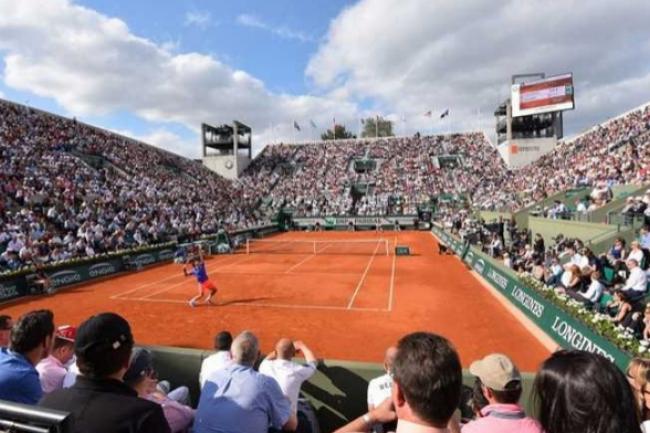 Le stade Roland Garros accueille l'Open de France qui nécessite de nombreuses connexions de qualité. (crédit : D.R.)