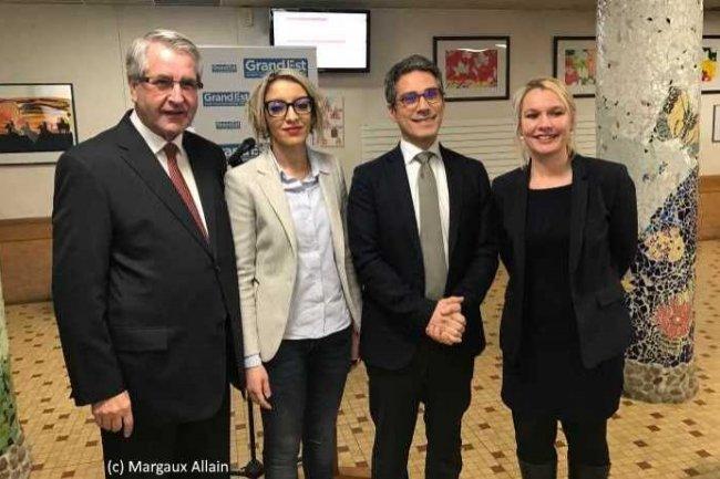 De gauche à droite: Philippe Richert (président de la région Grand Est), Atissar Hibour (présidente de la commission Lycées-Apprentissage), Imad Bejani (directeur éducation de Microsoft France) et Elsa Schalck (vice-présidente Jeunesse). (Crédit Margaux Allain)
