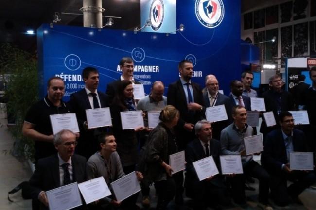 26 premières formations supérieures en sécurité du numérique, dont celle de l'IMT Lille Douai, ont reçu le certificat SecNumedu de l'ANSSI lors du FIC 2017. Crédit : D.R.