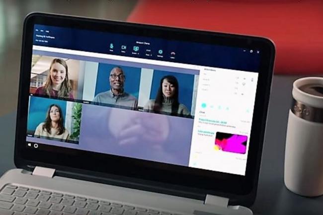 Gratuite pour une communication vidéo entre deux personnes, la tarification de Chime montre jusqu'à 15$ par mois par utilisateur pour l'offre Pro qui peut rassembler 100 participants en ligne.