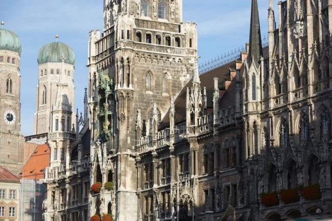 Après plus de dix ans sous une distribution Linux, les ordinateurs de la capitale bavaroise vont repasser sous Windows. Ci-dessus, l'hôtel de ville de Munich. (crédit : Ville de Munich)