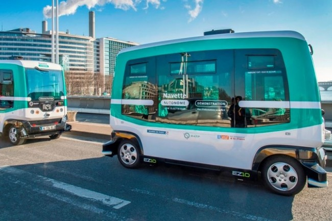 Les navettes autonomes électriques EZ10 d'Easymile vont circuler sur le pont Charles de Gaulle 7 jours sur 7 de 14h à 20h. (crédit : RATP / Jean-François Mauboussin)