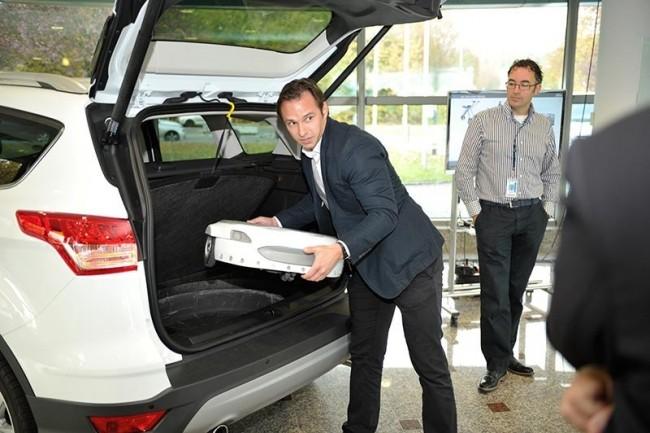 Pour parcourir le dernier kilomètre, Ford met en avant son hoverboard électrique Carr:E qui peut transporter 120 kg. (crédit : D.R.)