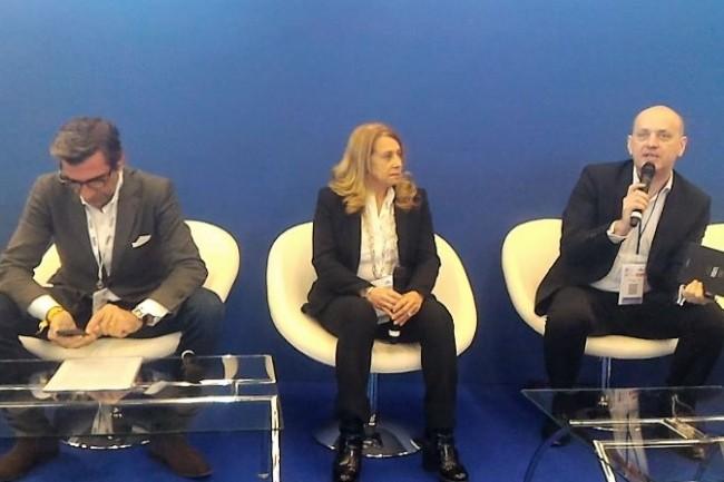 Olivier Midière (ambassadeur numérique du Medef), Beray Legouverneur (VP exécutive SI groupe Gefco) et Emmanuel Cox (responsable du programme IoT de la SNCF), lors de la plénière inaugurale du salon IoT World à Paris le 22 mars 2017. (crédit : D.F.)