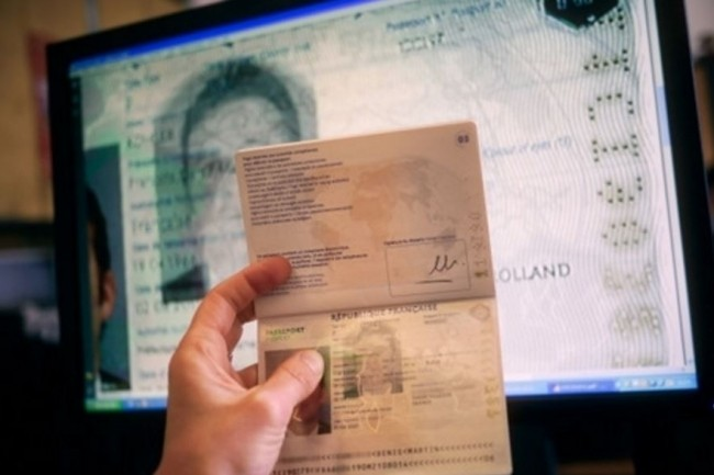 Regroupant les informations et données biométriques des cartes d'identité et des passeports, la base de données TES est dans le viseur de l'Anssi et de la CNIL. (crédit : D.R.)