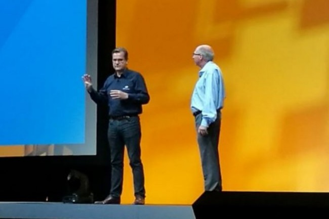 Laurent Allard, CEO d'OVH, sur la du VMworld 2016 de Barcelone en octobre dernier aux cotés de Ray O'Farell, CTO de VMware. (crédit : S.L.)
