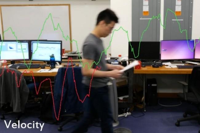 D'après des chercheurs du MIT, comparer la vitesse de marche d'un individu pourrait permettre de détecter et prévenir certains troubles cardiaques ou pulmonaires. (crédit : MIT)
