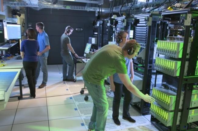 Les ingénieurs de HPE dans le laboratoire de Fort Collins, Colorado, où l'on teste The Machine. (Crédit HPE)
