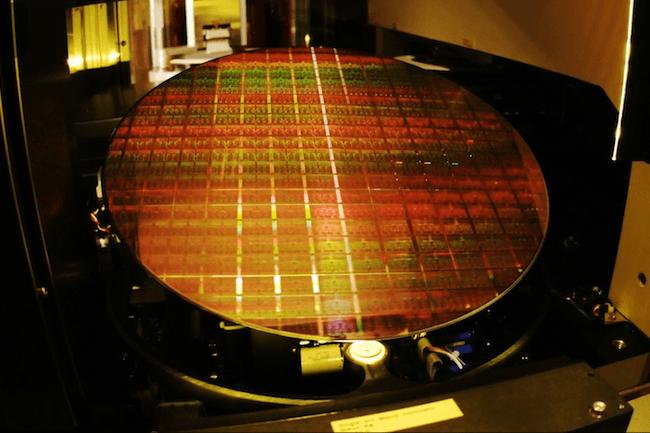 Avec 18 coeurs, le Core i9-7980XE est pr�sent� par Intel  comme la premi�re puce pour PC exaflopique. (Cr�dit Intel)