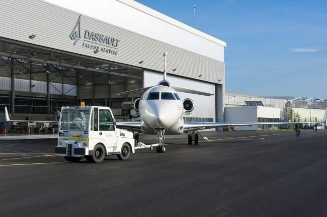 Chez Dassault Aviation, les équipes de maintenance des Falcon vont expérimenter la réalité mixte avec les lunettes HoloLens. (Crédit : Centre de maintenance de Mérignac/Dassault Aviation/V.Guilly)