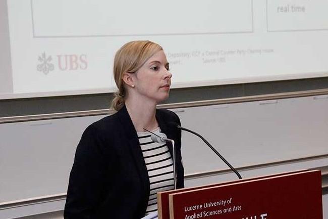 Annika Schroeder, directrice de l'IA au sein de l'UBS Group Innovation à l'occasion de son intervention en 2016 sur la conférence Swiss Digital Finance. (crédit : D.R.)