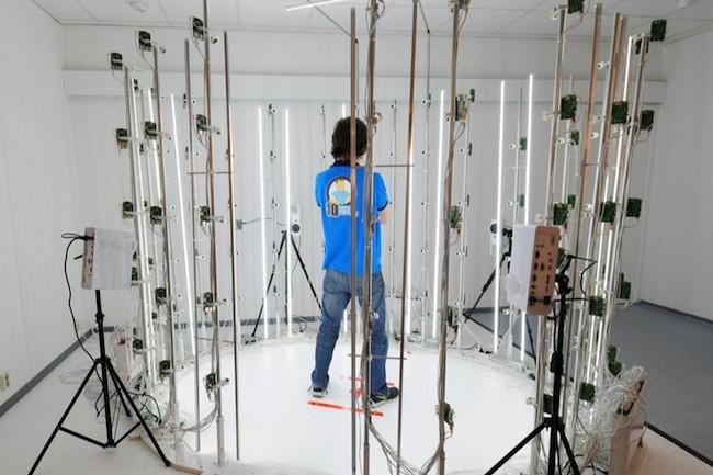 Un scanner 3D capable de numériser une personne ou un mannequin à l'aide de 98 cartes Raspberry Pi. (Crédit : Richard Garsthagen)