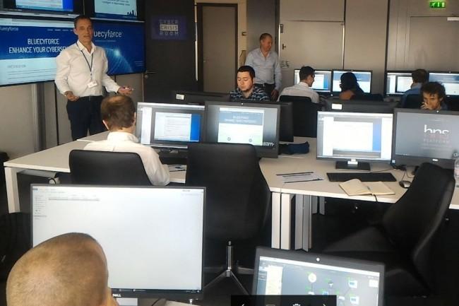 La Red Team de la salle d'entraînement de Bluecyforce à Paris. (crédit : D.F.)