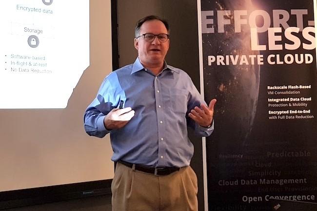 Hugo Patterson, CTO et cofondateur de Datrium, met l'accent sur la sécurité avec le chiffrement de bout en bout des données. (crédit : LMI)